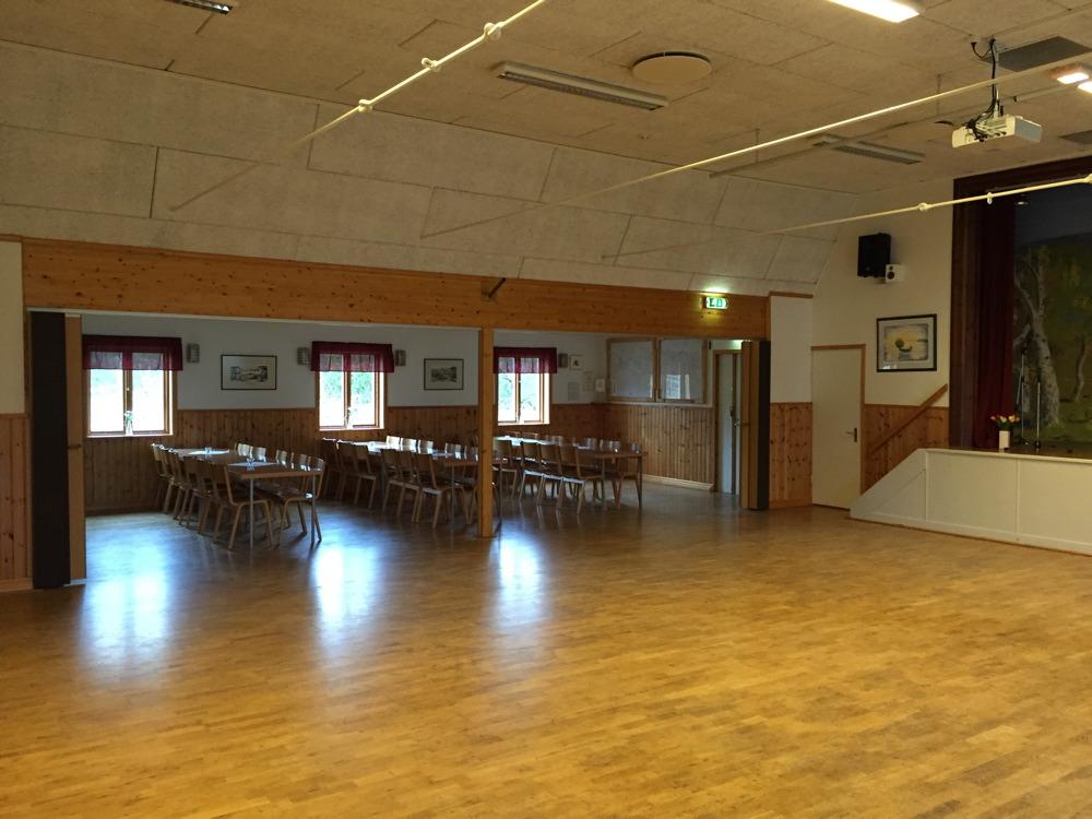 Lilla salen det finns bord och stolar för ca 150 personer.